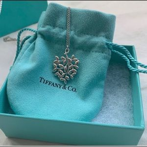 Tiffany & Co. Paloma Olive Leaf Pendant Necklace